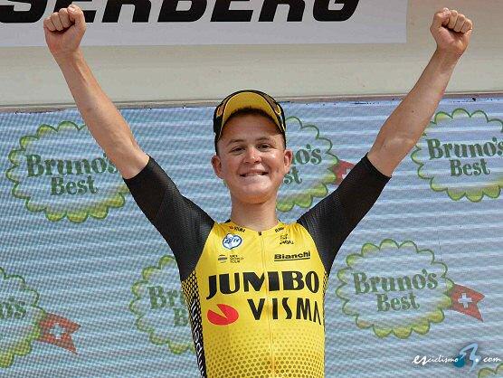 Egan Bernal toma el liderato del Tour de Suiza