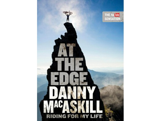 A la venta `AT THE EDGE - Riding for My Life´, autobiografía de Danny MacAskill