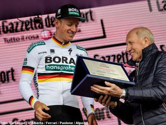 ¿Por qué Gaviria no celebró la etapa que ganó en el Giro?