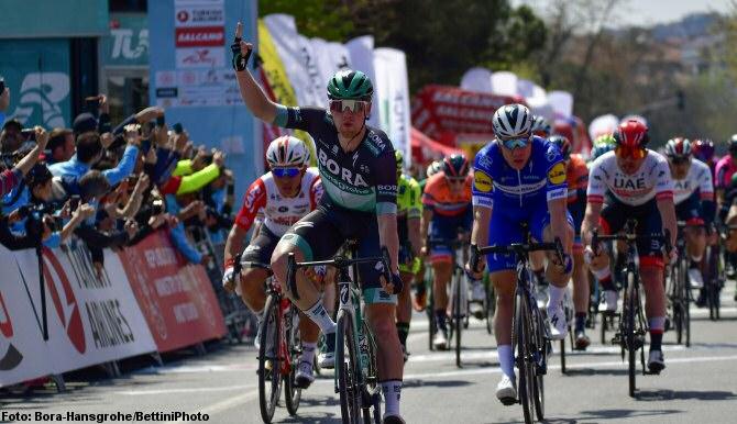 Jakobsen acaba con la racha de Bennett en la Vuelta al Turquía